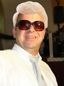 So kennt man ihn: Heini Heydo, blond mit Brille